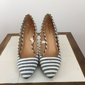 Size 7 Merona White and blue striped Pumps
